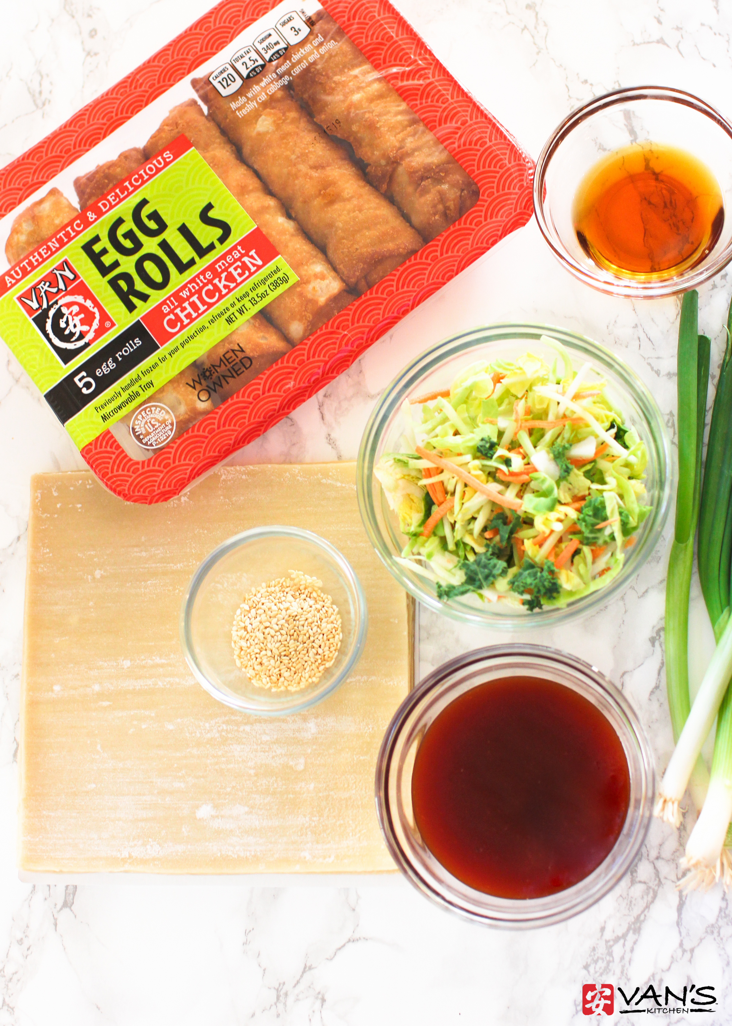 Make thin, crispy chicken egg roll pizza in only 10 minutes! It's a healthy and flavorful recipe that's perfect for weeknights or parties.